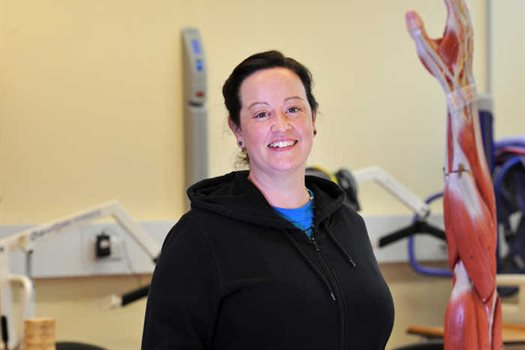 Alison_Wragg_occupational_therapy_stduent_in_lab